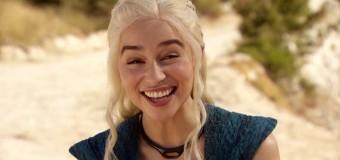 VÍDEO: Emilia Clarke bromea en el set de rodaje de 'Juego de tronos'